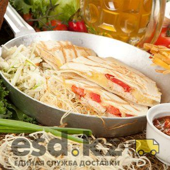 kesadilya-s-salatom-koul-slou